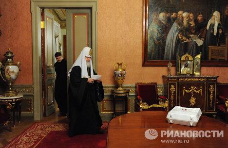 Патриарх Кирилл принимает участие в выборах депутатов в Госдуму