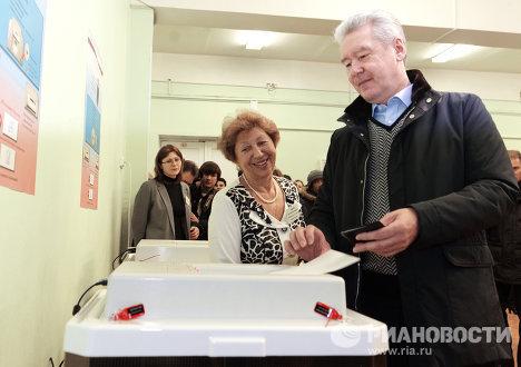 Сергей Собянин голосует на выборах депутатов в Госдуму