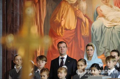 Д.Медведев на Роджественской службе в храме Христа Спасителя