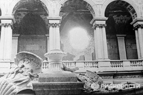 Разрушенный во время артобстрела Эрмитаж