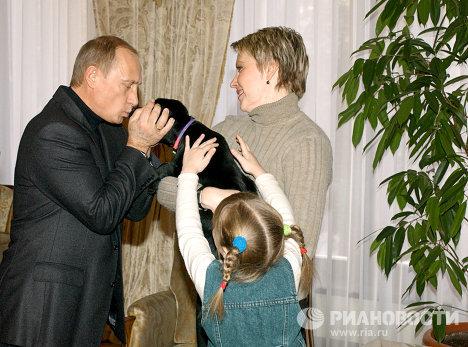 Щенок лабрадора Кони - подарок В.Путина девочке Кате из Смоленска