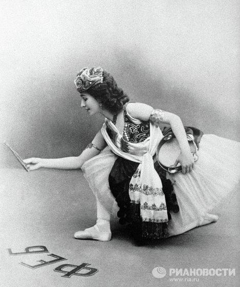 Балерина Кшесинская в сцене из балета Эсмеральда
