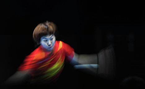 Спортсменка сборной Китая Ли Ксяокся в матче полуфинала женских сборных по настольному теннису на ХХХ летних Олимпийских играх в Лондоне