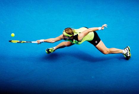 Россиянка Светлана Кузнецова в матче третьего круга Открытого чемпионата Австралии против немки Сабин Лисицки, январь 2012.