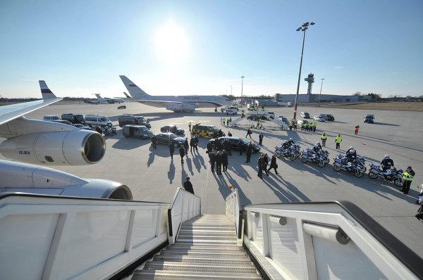 Кортеж президента России Владимира Путина в аэропорту Ганновера