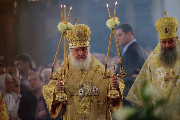 Патриарх Московский и всея Руси Кирилл совершает божественную литургию в Троицком соборе Александро-Невской лавры