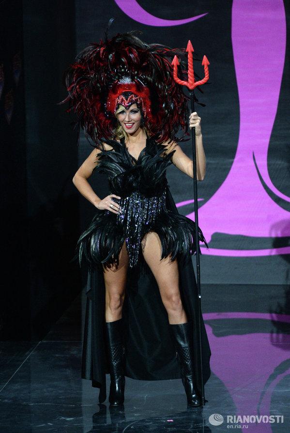 Участница конкурса из Бельгии Ноэми Хаппарт на шоу национальных костюмов Мисс Вселенная-2013