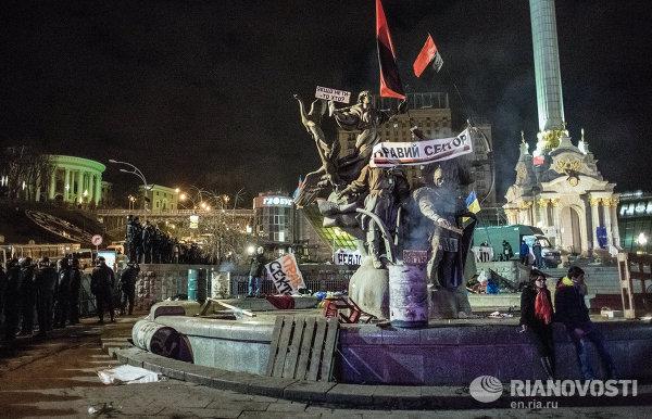 Площадь Независимости в Киеве после разгона палаточного лагеря сторонников евроинтеграции