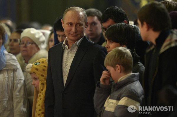 В.Путин посетил Рождественское богослужение