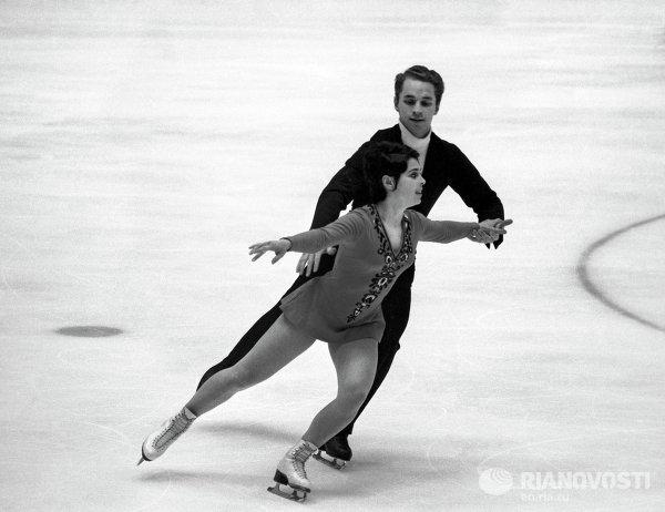 Фигуристы Ирина Роднина и Алексей Уланов
