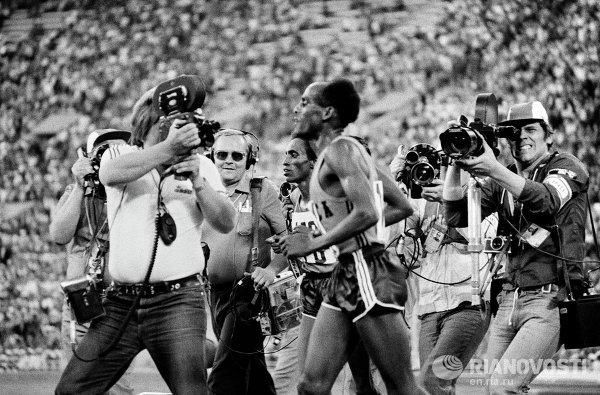 Чемпион XXII Олимпийских игр в беге на 10 000 метров Мирус Ифтер из Эфиопии