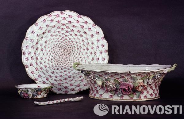 Посуда из сервиза императрицы Елизаветы