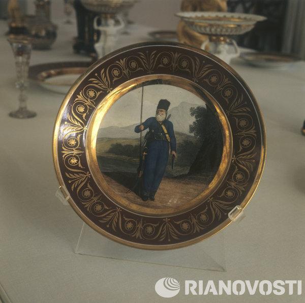Тарелка из дворцового Гурьевского сервиза