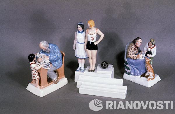 Чернильница Физкультура. Скульптуры Ликбез и Ликбез по радио