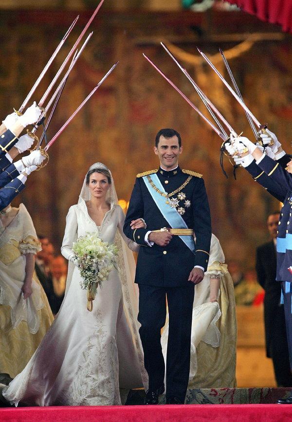 Принц Фелипе и его жена принцесса Летиция во время церемонии бракосочетания. Мадрид, Испания, 2004