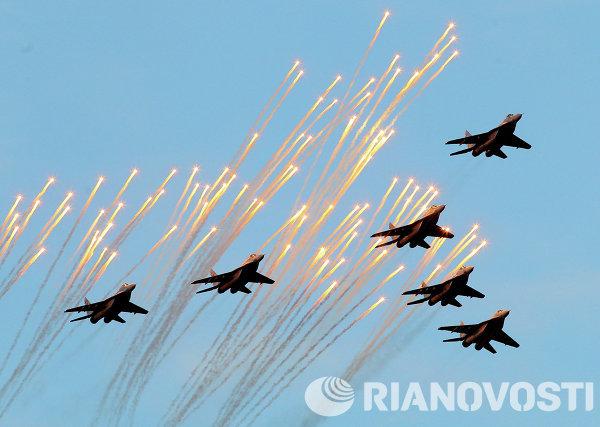 Самолеты МиГ-29 белорусских ВВС принимают участие в военном параде в Минске