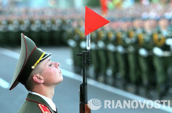 Участник военного парада в Минске в честь Дня Независимости Белоруссии