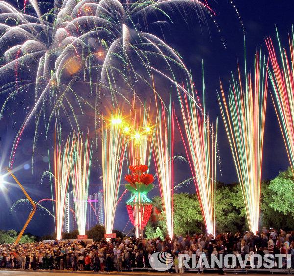 Праздничный салют в Минске в честь Дня Независимости Белоруссии