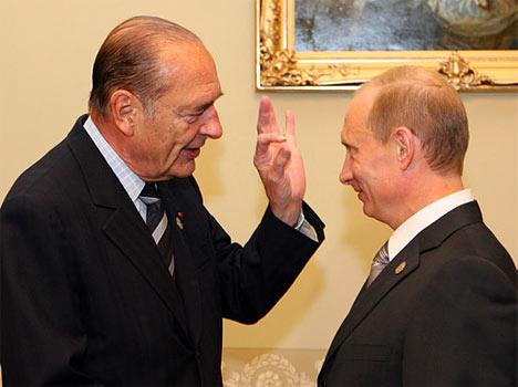 Los presidentes de Rusia y Francia, Vladimir Putin y Jacques Chirac (de izquierda a derecha), la reunión de trabajo de los Jefes de Estado y Gobierno de los países del G8 y los líderes de países y dirigentes de organizaciones internacionales, invitados a asistir a la reunión.